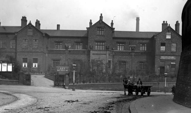 ancoats_hall_chethams_library